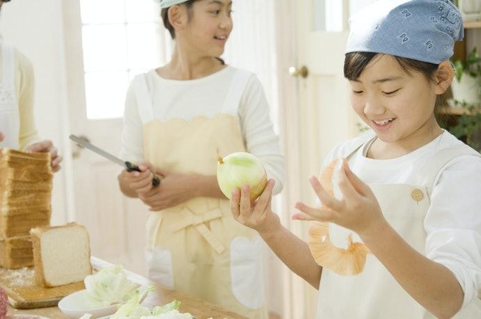 เลือกผ้ากันเปื้อนทำอาหารสำหรับเด็กที่มีขนาดค่อนข้างใหญ่