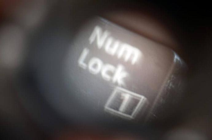 """ตรวจสอบให้ดีว่าคีย์บอร์ดตัวเลข/แป้นพิมพ์ตัวเลข มี """"ระบบ Independent NumLock"""" หรือไม่"""