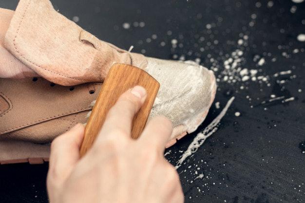 วิธีการทำความสะอาดรองเท้าผ้าใบ