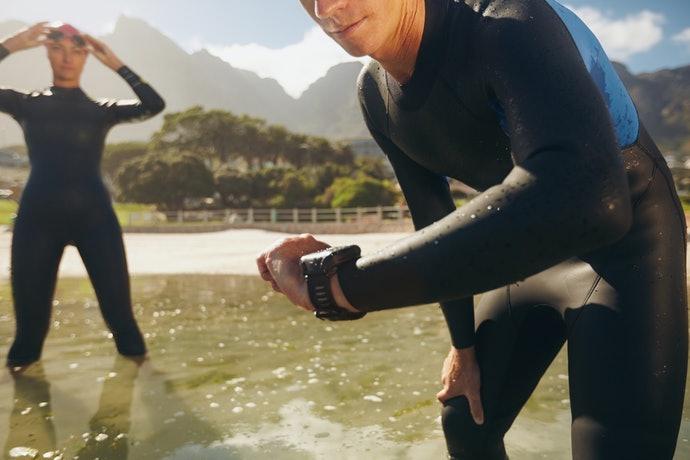 นาฬิกา Garmin ที่มีฟังก์ชันกันน้ำ เหมาะสำหรับการว่ายน้ำและกีฬาทางน้ำ