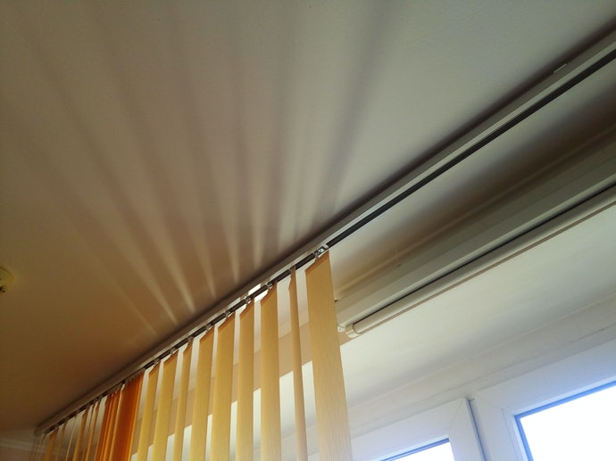 ติดตั้งมู่ลี่หน้าต่างแบบง่าย ๆ เพียงใช้รางม่าน