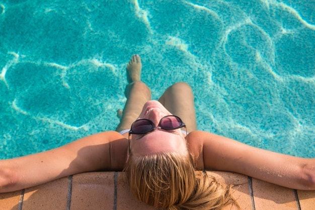 เลือกครีมกันแดดนีเวียแบบกันน้ำสูง สำหรับเล่นกีฬาทางน้ำโดยเฉพาะ