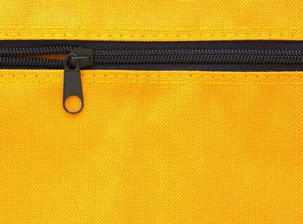 เลือกกระเป๋าแบบมีหูหิ้วและช่องใส่ของเพิ่มเติม