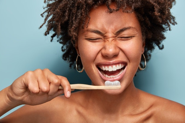 ประโยชน์ของยาสีฟันสมุนไพรต่อสุขภาพของช่องปากและฟัน