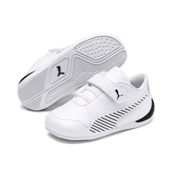 Velcro Sneaker สำหรับการแต่งตัวแบบสบาย ๆ