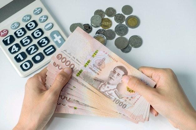 เลือกบัตรกดเงินสดจากอัตราดอกเบี้ยในการชำระ