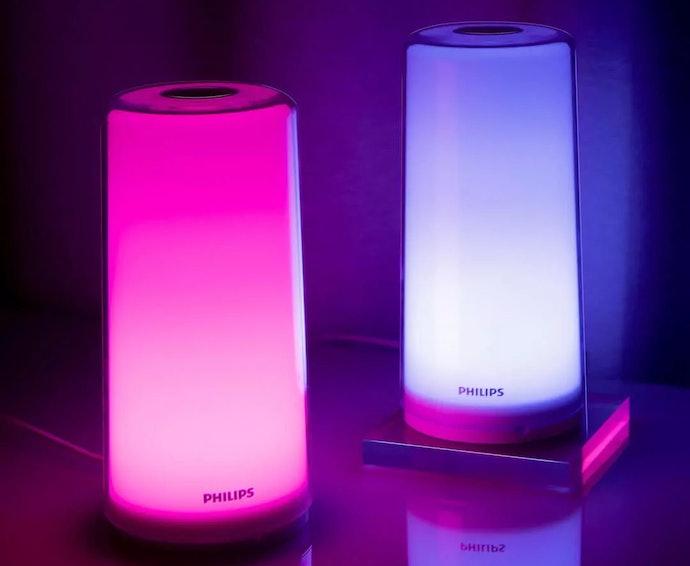 เลือกโคมไฟหัวเตียงที่สามารถปรับสีของหลอดไฟได้