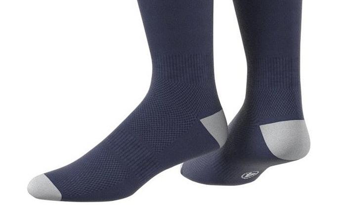 เลือกถุงเท้าฟุตบอลที่ไม่มีรอยตะเข็บมาเสียดสีในทุกส่วนของเท้า
