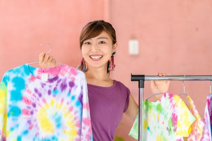 เลือกชุดมัดย้อมไปทะเลโทนสีสดใสหรือโทนสีพาสเทล