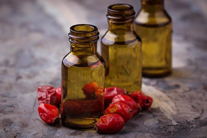 เลือกซื้อ Rosehip Oil รุ่นที่ใส่ในขวดสีน้ำตาล