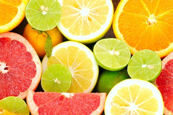 เลือกเจลขัดผิวที่มีส่วนผสมของกรดผลไม้ที่อ่อนโยนต่อผิว