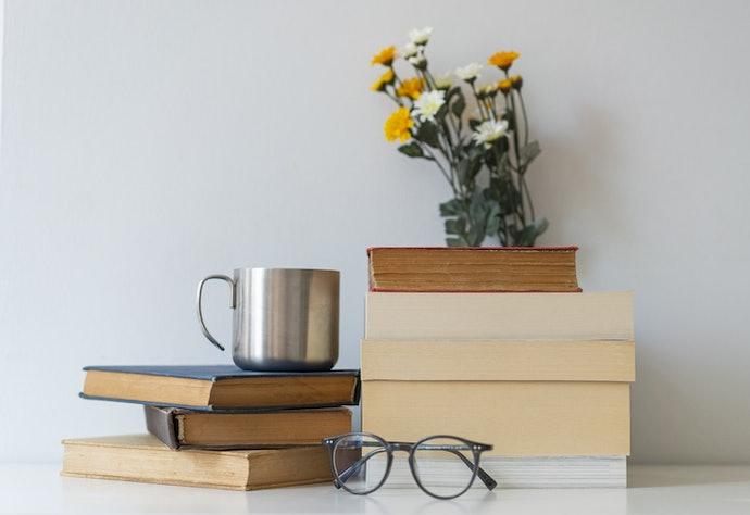 นิยายยูริรูปแบบหนังสือ : มาพร้อมกับเสน่ห์ของการอ่านอันแสนคลาสสิก