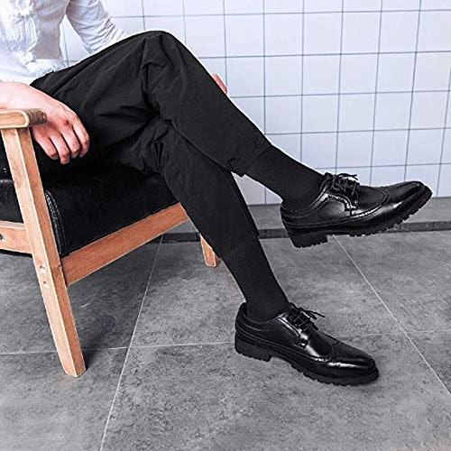 เลือกสีถุงเท้าที่อยู่ในโทนเดียวกับชุดสูทหรือรองเท้า