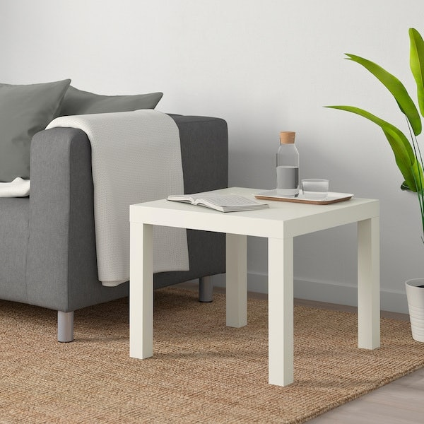 โต๊ะข้าง : นิยมตั้งไว้ข้างเตียงหรือมุมห้อง เน้นการตกแต่ง