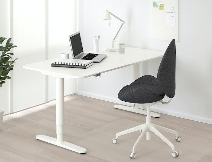 เลือกโต๊ะคอมพิวเตอร์ปรับระดับได้ เพื่อรองรับการใช้งานที่หลากหลาย