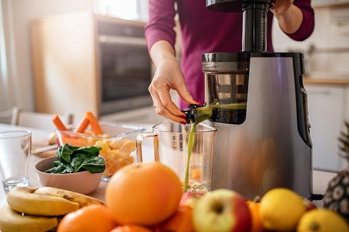เลือกเครื่องสกัดน้ำผักและผลไม้ที่มีความเร็วรอบต่ำ