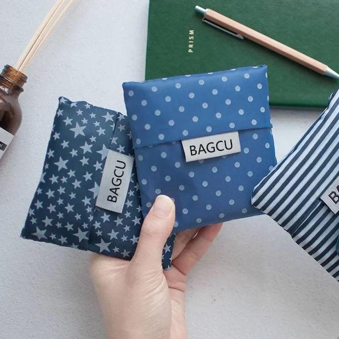ลองหาถุงผ้าแบบที่พับเป็นไซซ์เล็กพกติดตัวได้