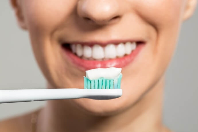 โซเดียม โพลีฟอสเฟต:ช่วยลดและป้องกันคราบสีเหลืองบนฟัน