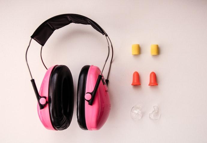 ที่อุดหูต่างจากที่ครอบหูอย่างไร