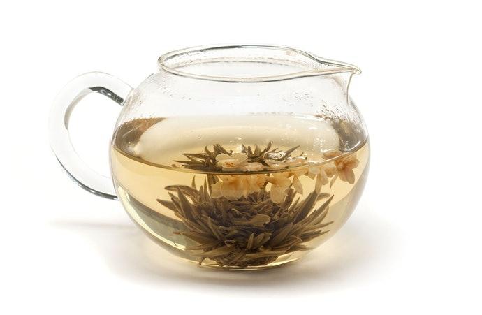 ชงจากใบชาหรือซื้อชามะลิแบบขวด
