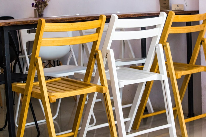 """""""เก้าอี้พับแบบไม้"""" : เน้นใช้เป็นเฟอร์นิเจอร์ตกแต่งห้อง"""