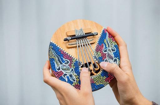 ประวัติคาลิมบา (Kalimba) เครื่องดนตรีสุดฮิตจากแอฟริกา