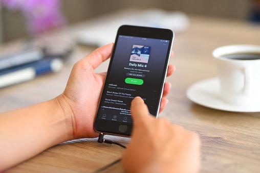 เลือกแอปร้องเพลงที่มีจำนวนเพลงเยอะและมีเพลงหลากหลายแนว