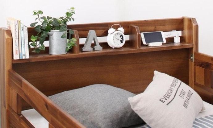 เลือกเตียงสองชั้นที่มีลิ้นชักหรือชั้นวางของในตัว เพื่อความสะดวกในการใช้งาน