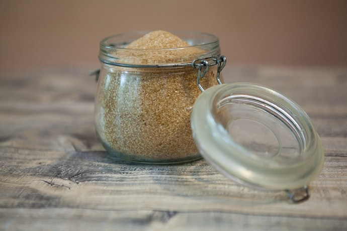 เลือกน้ำตาลทรายแดงที่ปราศจากการแต่งกลิ่นและเจือสีสังเคราะห์