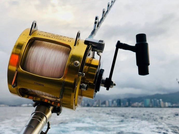รอกแบบ Overhead : รอกแบบดั้งเดิม นิยมใช้ตกปลาในท้องทะเล