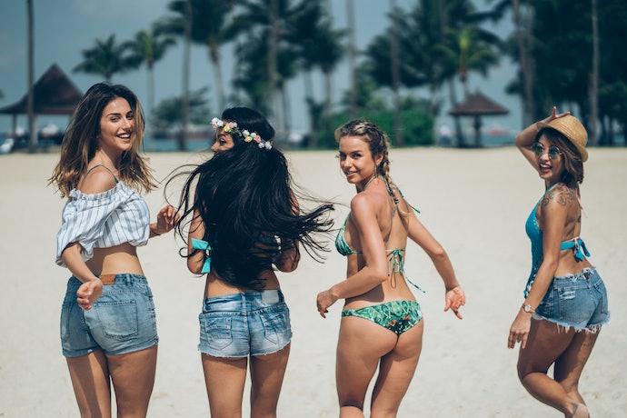 ชุดไปทะเล : กางเกงยีนส์
