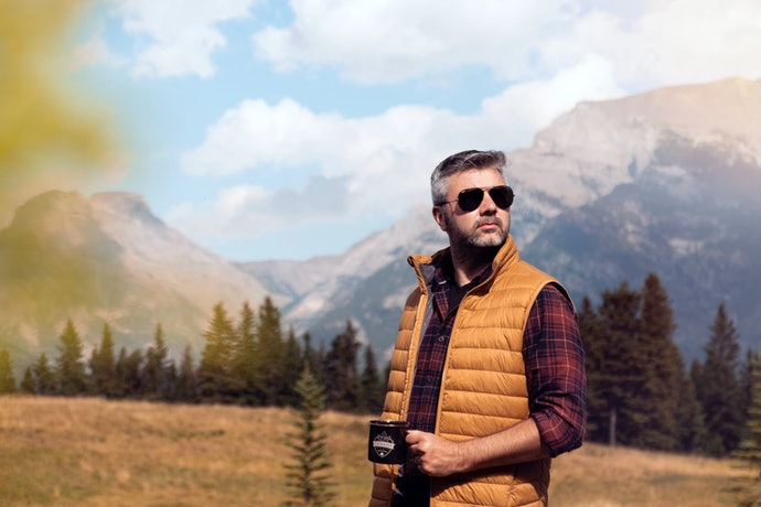 เลือกเสื้อกั๊กเดินป่าที่มีน้ำหนักเบา