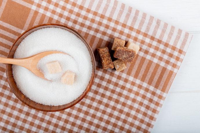 ความแตกต่างระหว่างน้ำตาลทรายแดงและน้ำตาลมะพร้าว