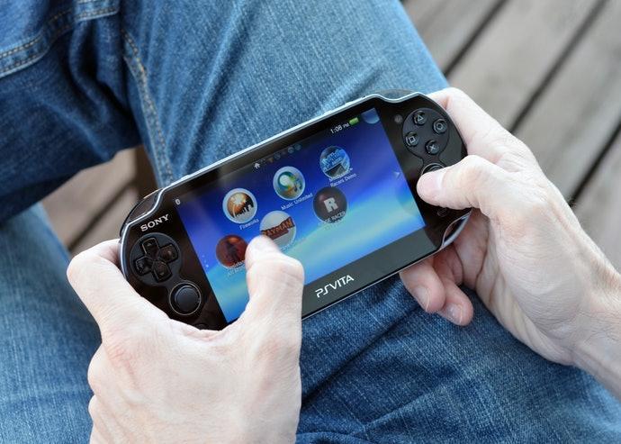 ถ้าชอบเล่นนอกสถานที่ ให้เลือกเกมที่รองรับบนเครื่องเกม PS Vita และ 3DS