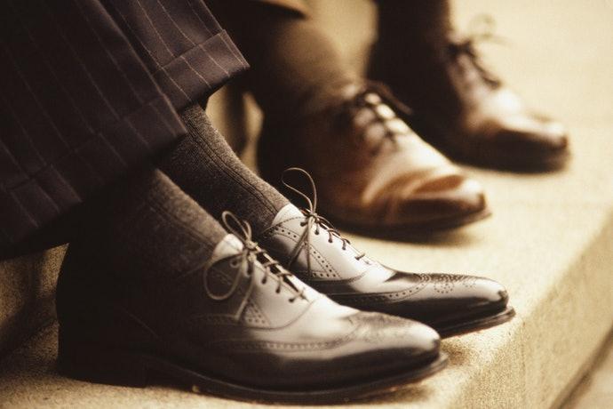 เลือกใส่ถุงเท้าที่มีสีและลวดลายให้เข้ากับโอกาสและสถานที่