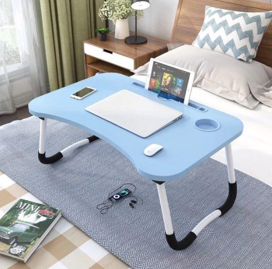 โต๊ะดีไซน์ทันสมัย มีพื้นที่เพิ่มสำหรับวางโน้ตบุ๊กและเมาส์