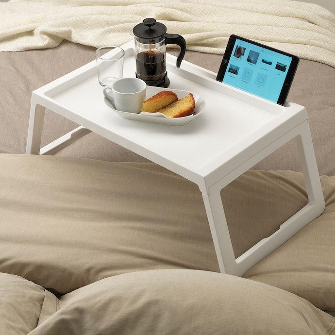 โต๊ะทรงเตี้ย พกพาง่าย ประหยัดพื้นที่ในการจัดเก็บ