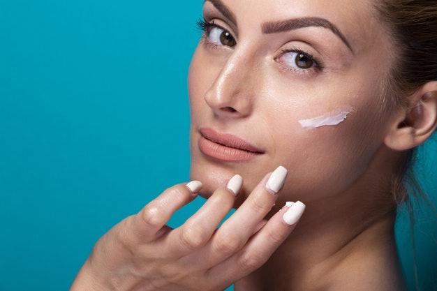 เลือก BB Cream ที่มีส่วนผสมของสารบำรุงที่ให้ความชุ่มชื้น สำหรับสาวผิวแห้ง