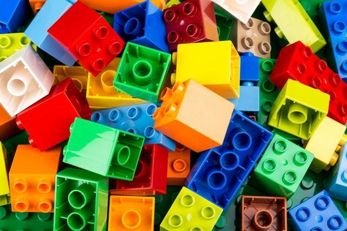 """เลือก """"LEGO Duplo"""" ที่มีชิ้นส่วนบล็อกขนาดใหญ่ให้เด็กวัย 1 - 3 ขวบ"""