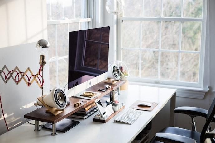 เลือกโต๊ะทำงานราคาถูก แต่ต้องที่มีความทนทานและรองรับน้ำหนักได้ดี