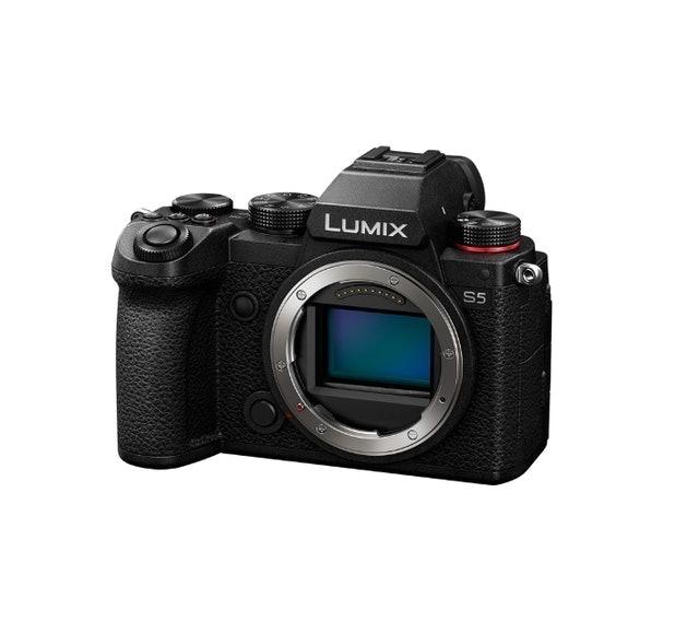 Panasonic LUMIX DC-S5 1
