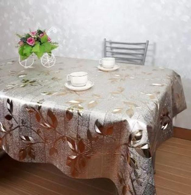 3. MPI ผ้าปูโต๊ะพลาสติก ลายใบไม้ สีเงิน – ทอง 1