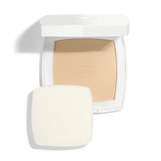 Chanel Le Blanc Whitening Compact Foundation Long Lasting Radiance-Thermal Comfort SPF25 / PA+++ 1