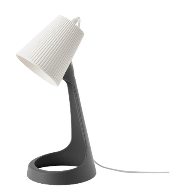 IKEA โคมไฟตั้งโต๊ะ รุ่น SVALLET  1