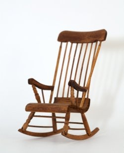 เก้าอี้โยกแบบไม้ ให้ความคลาสสิค ช่วยเพิ่มบรรยากาศอบอุ่นแก่ห้องของคุณ