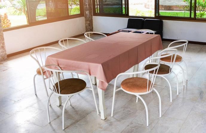 """""""โพลีเอสเตอร์ """" วัสดุสำหรับทำผ้าปูโต๊ะที่เราซื้อได้ด้วยราคาไม่แพง"""