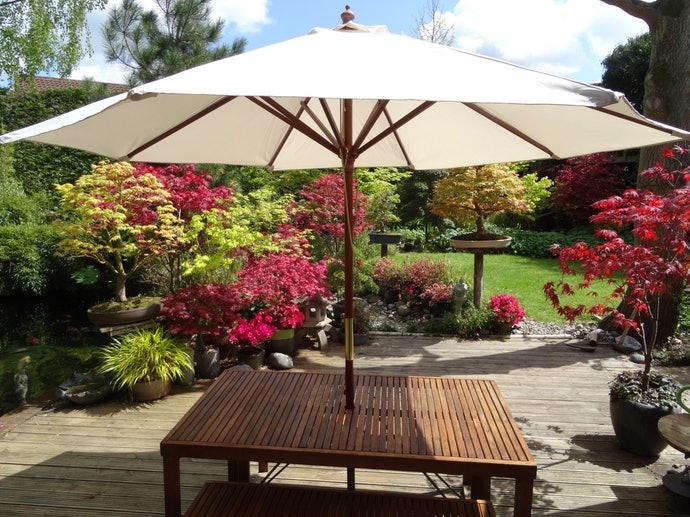 หากต้องการหลีกเลี่ยงแสงแดด ควรเลือกโต๊ะที่มีฟังก์ชันการใช้งานร่วมกับร่มได้