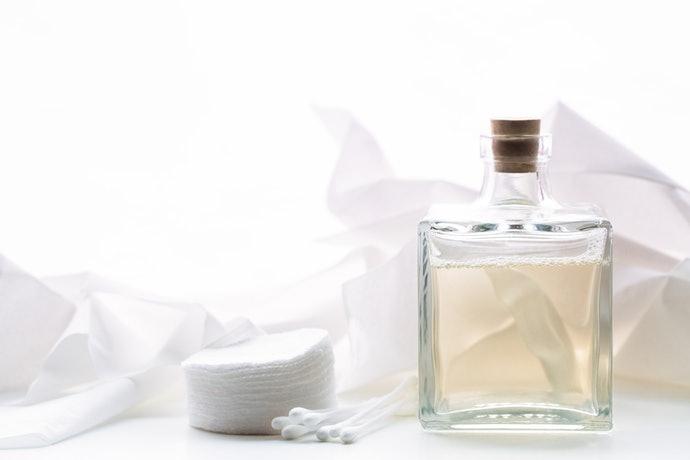 ผิวแห้งหรือแพ้ง่าย ควรหลีกเลี่ยงน้ำตบสูตรที่มีแอลกอฮอล์