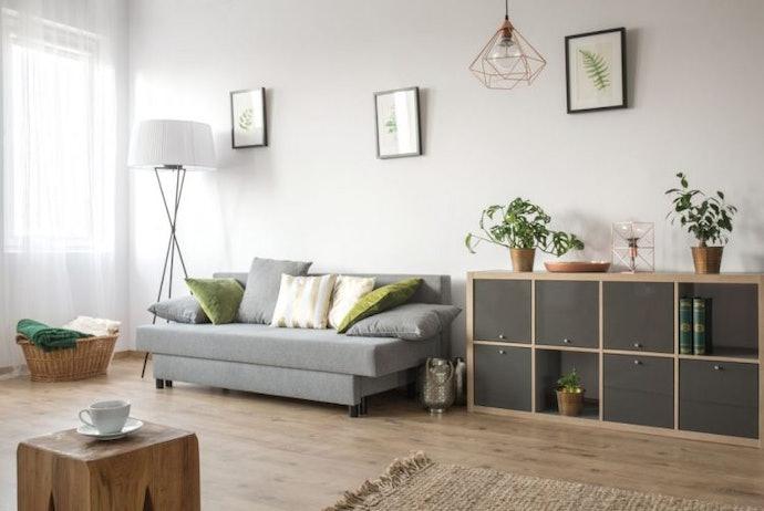 เลือกชั้นวางที่มีทรงเตี้ยสำหรับห้องขนาดเล็ก